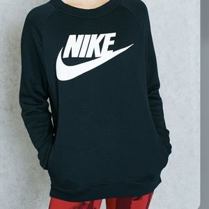 Nike | Black Graphic Sweater front Pockets M